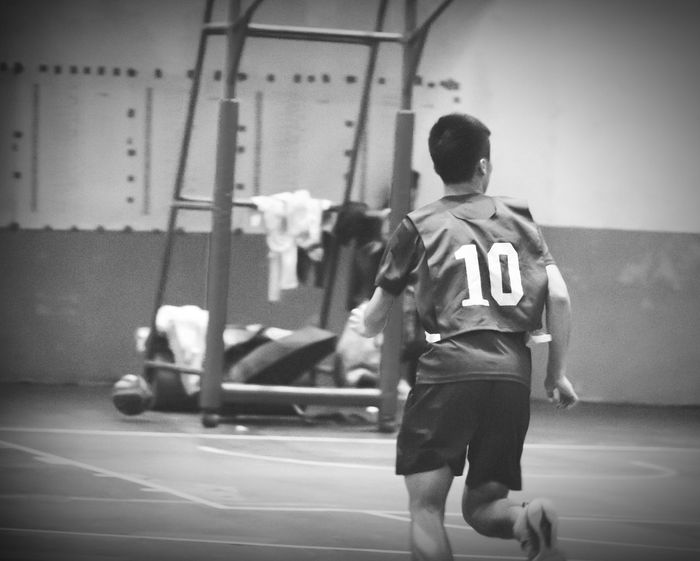 People Photography Sports Photography Sport Athlete Young School Life  Excercise Time Excercise Eyeemsports Wuling Basketball Basketball Game Basketballplayer Eyeemblack&white EyeEmBlackAndWhite Blackandwhite