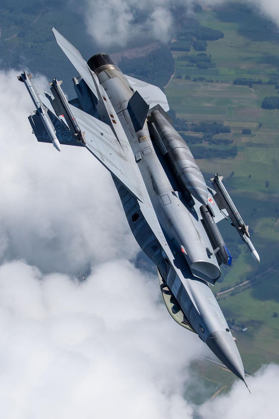 Beautiful stock photos of militär, sky, airplane, cloud - sky, flying