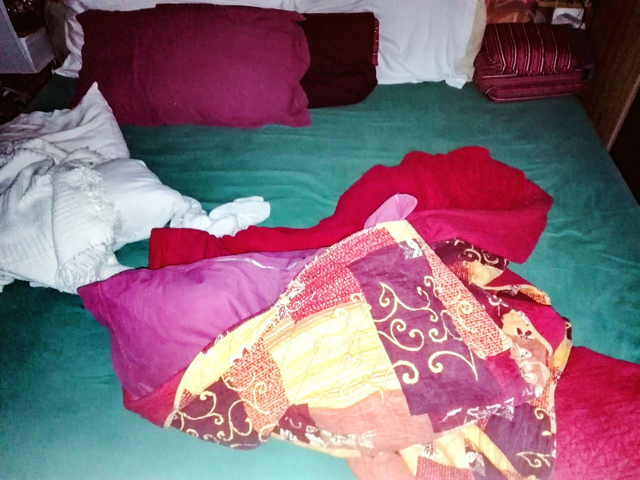 Bed Blankets Pillows Messy Room Hard Night Sleepless Nights Sheets Green Color Red Yellow