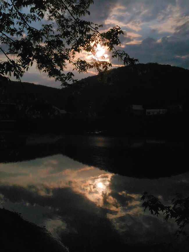 Love the view and angle on this one... Check This Out Nature_perfection Riverside Photography Very Inspired By My Muse Water Reflections Sawonmyadventure Our World Is Beautiful Onlygodcouldcreatethis River Reflection Allegheny River