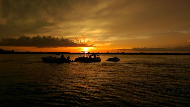 Tonight's sunset on Lake Conway , Florida Sunset #sun #clouds #skylovers #sky #nature #beautifulinnature #naturalbeauty Photography Landscape [ Oneography Htconem8 Lake Conway