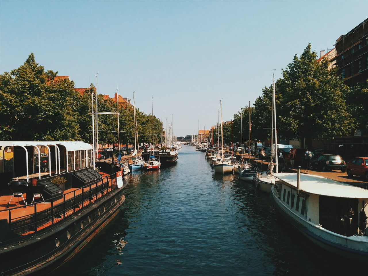 Beautiful stock photos of baum, Boat, Canal, City, Clear Sky
