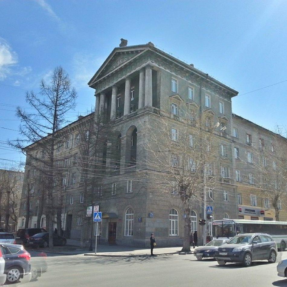 2014 -04-25, Новосибирск , улицаДостоевского . Антаблемент / Novosibirsk. Entablement of building.