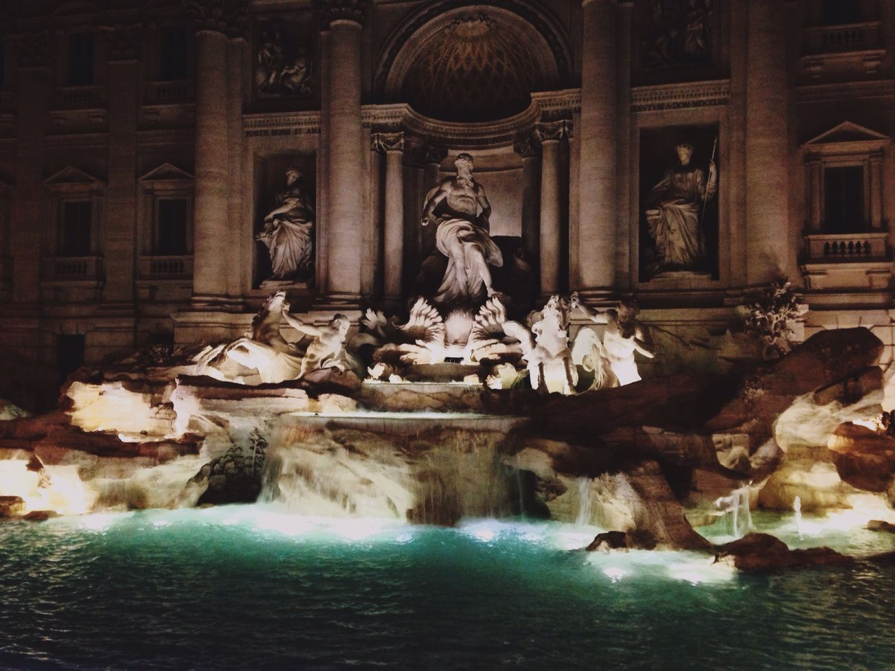 Fontana de trevi Statue Art And Craft Creativity Fountain Tourism Architecture No People Sculpture