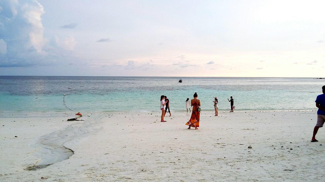 เกาะหลีเป๊ะ Beach Sand Sea Summer Vacations Full Length Walking Sunset Water Tropical Climate Horizon Over Water Sky People Outdoors Sun Silhouette Travel Destinations Adult Nature Relaxation