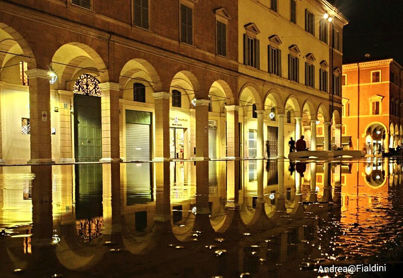 Mantova notturna Emiliaromagna_city Emiliaromagna Night Photography Tranquility City Landscape Tranquil Scene Watet Reflections Silhouette Italy Scenics Streetphotography Reflecting Street Sculpting A Perfect Body Water Night