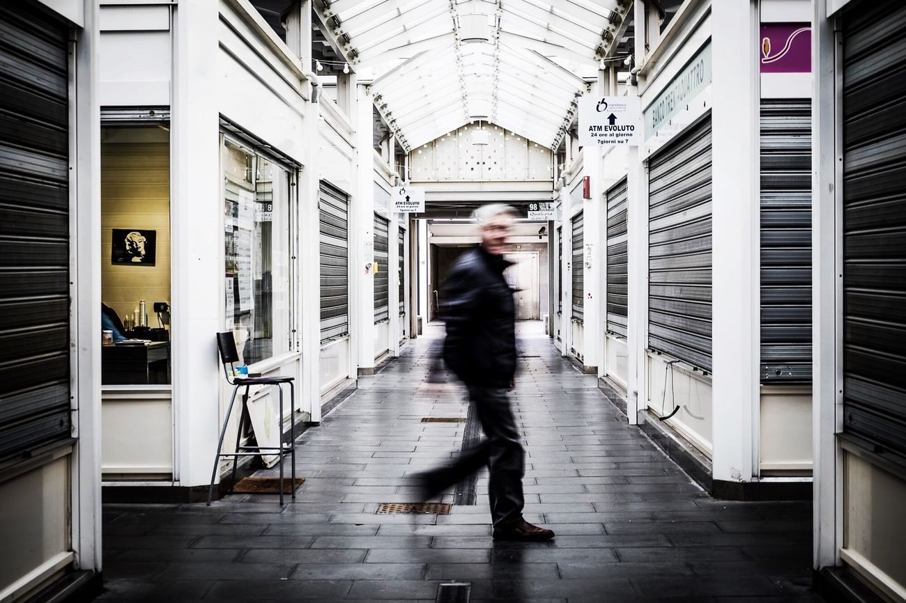 Un quindicesimo di secondo Blurred Motion Walking Motion Peoplephotography People Photography Light Light And Space Photooftheday The Week On EyeEem The Week Of Eyeem Fujifilm_xseries Fuji EyeEm Architecture City Life