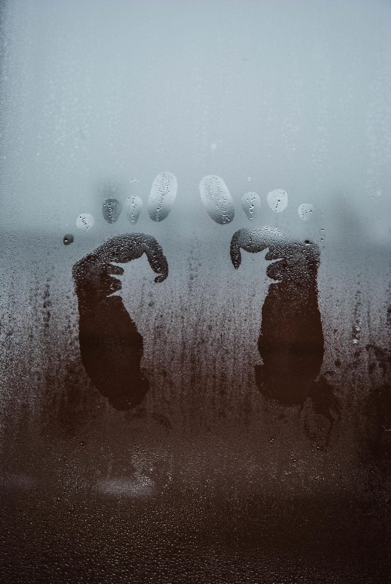 Impronte Piedini Handmade Human Hand Day Gennaio2017 Italia Bar Ponte Di Legno Window Indoors  Nikon D60 Winter Water Drop Close-up Frosted Glass People
