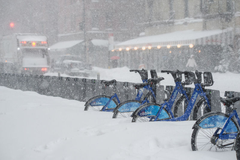 Bike-sharing Citybike Bicycle Car Cold Cold Temperature Covering Land Vehicle Mode Of Transport Parking Recreational Pursuit Season  Snow Stationary Street Transportation Weather White Winter