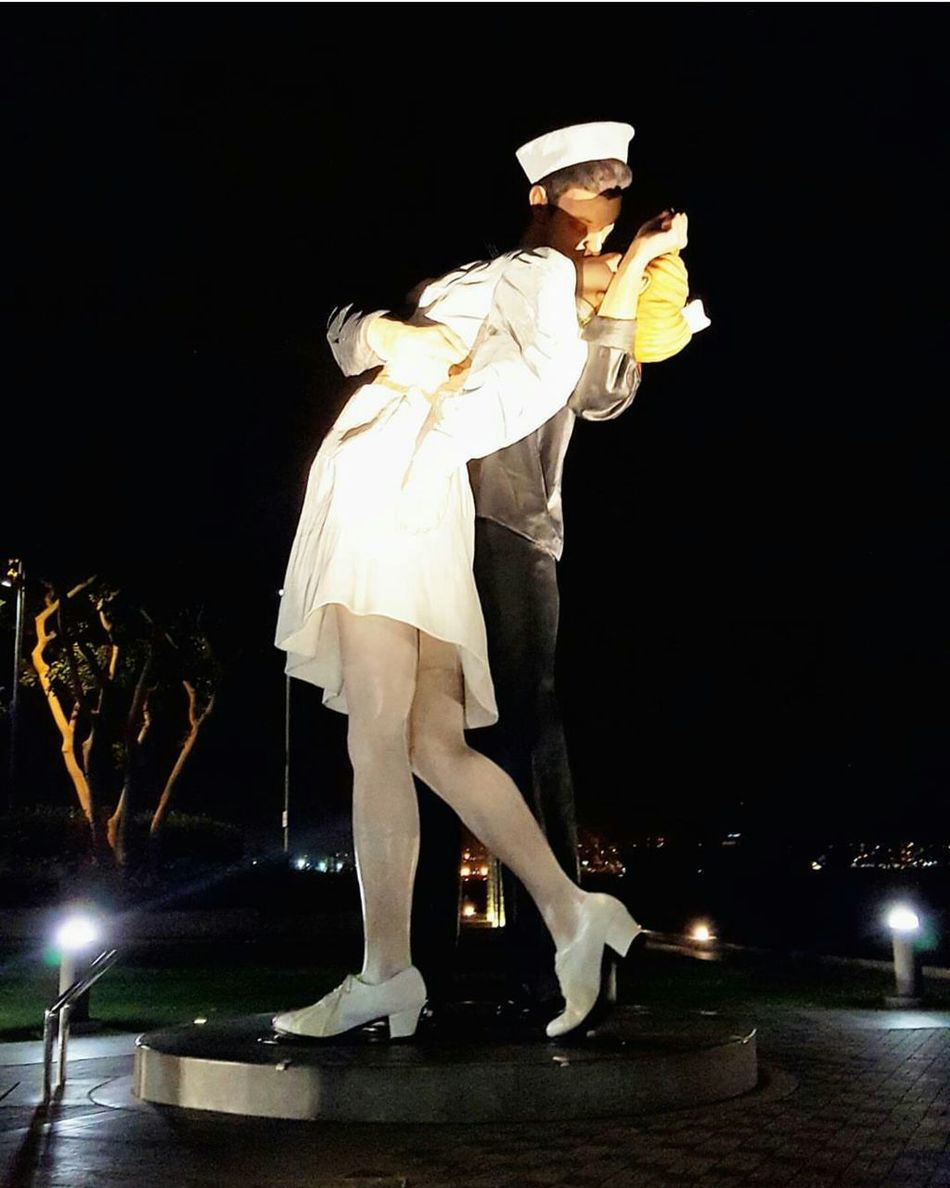 Feel free to use kisses as a method to shut me up anytime... 💏💋🙊🙈 San Diego California Unconditionally Surrender Statue Nightphotography Arts Culture And Entertainment Outdoors Photooftheday My Point Of View Sailor Nurse Strangers Kissing So Romantic😍 Turistic Places Travel Destinations Traveling PhonePhotography San Diego Nights Enjoying Life Strikeapose Full Length So Cal Cali Life First Eyeem Photo