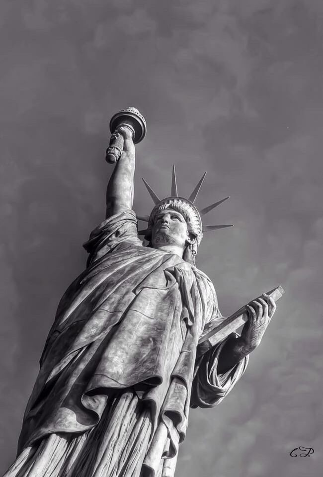 We need to keep freedom ! Blackandwhite Black & White Black And White Blackandwhite Photography Black&white Blackandwhitephotography Black And White Photography Liberty Freedom Paris Statue Of Liberty
