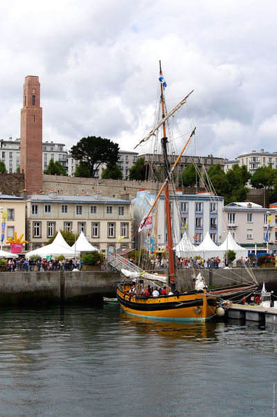 Cotre malouin Le Renard dans le port de Brest Architecture Boat Brest Bretagne Brittany Building Exterior Built Structure Culture Depth Of Field Famous Place Fêtes Maritimes Harbour Monuments Moored Nautical Vessel Outdoors Selective Focus Ship Sky