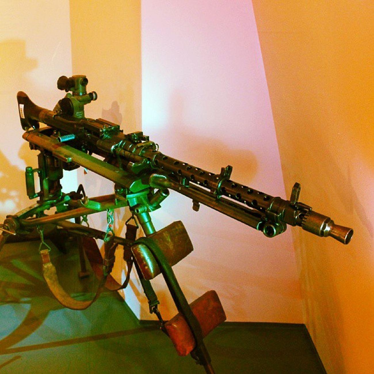 Oscarsborg Fortress Frogn Follo  akershus drøbak utstilling display h&k mg3 maskingevær hecklerundkoch ww2
