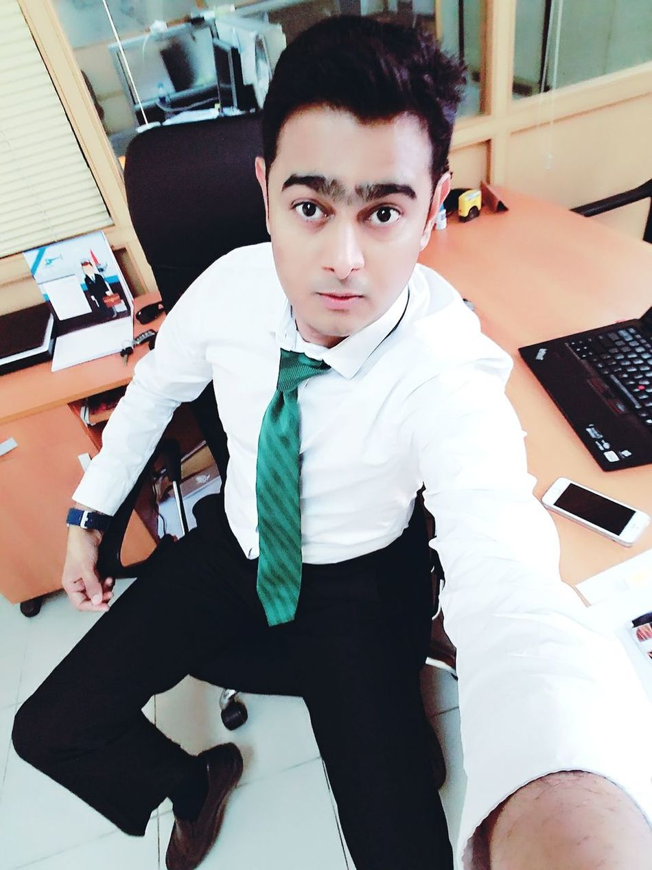 Being Smart & Cute Is A Blessing  Being Smart Adult Fashion Well-dressed Cool Man Hi! Karachi Pakistan Men Model Me Check This Out Mfrbphotography Rathod HERO Businessman At Work One Person Today's Hot Look Its Me Actor Only Men That's Me