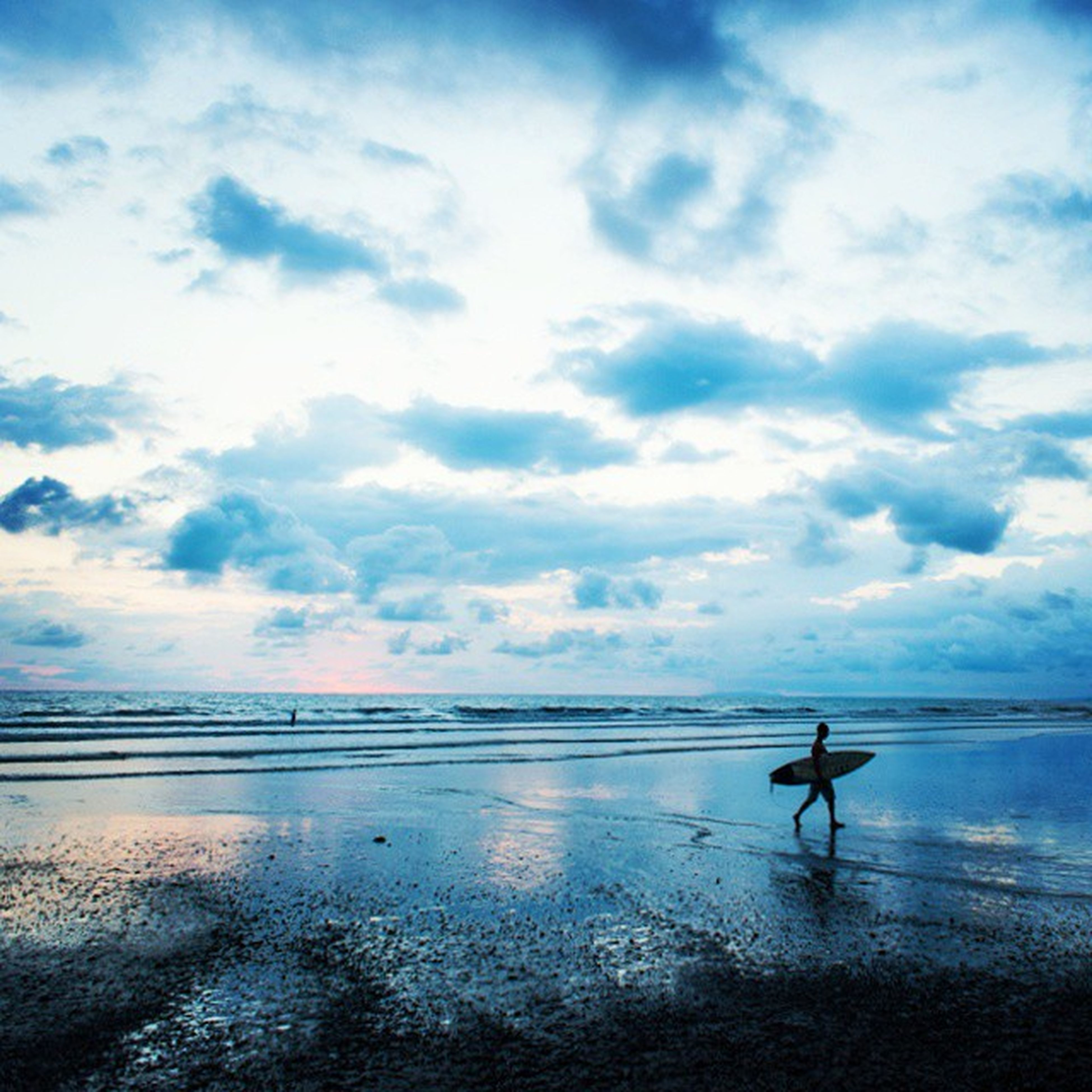 sea, horizon over water, water, sky, beach, tranquil scene, tranquility, scenics, cloud - sky, beauty in nature, silhouette, cloud, reflection, nature, shore, cloudy, idyllic, waterfront