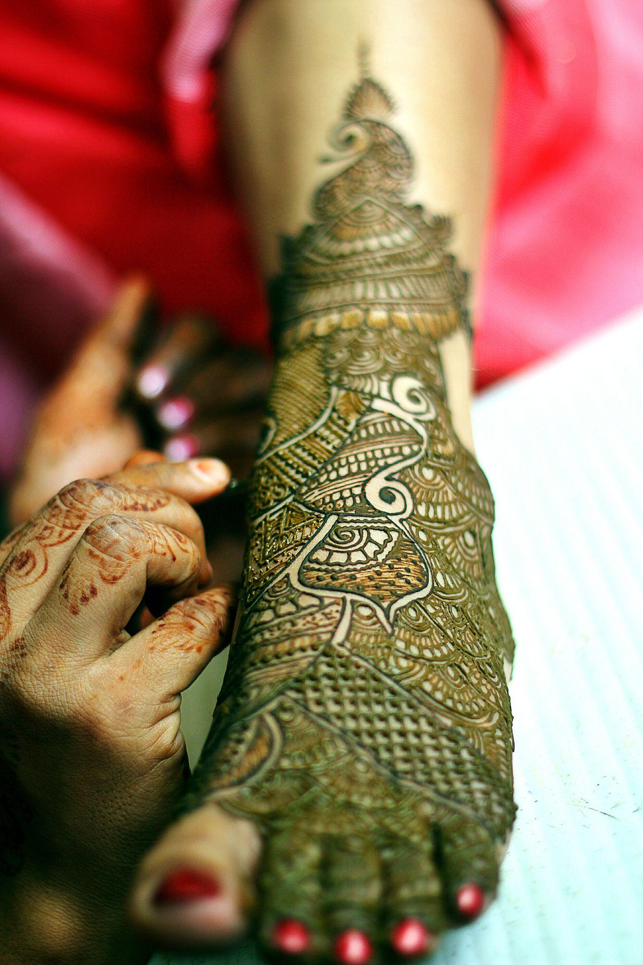 Every Picture Tells A Story Tunesofmarriage Indianculture Mehendi Art Candid Photography IndianWedding Mehendi Night Weddingpreparations Indianweddings Storyteller Weddingstory Candidmoments Candidphotography