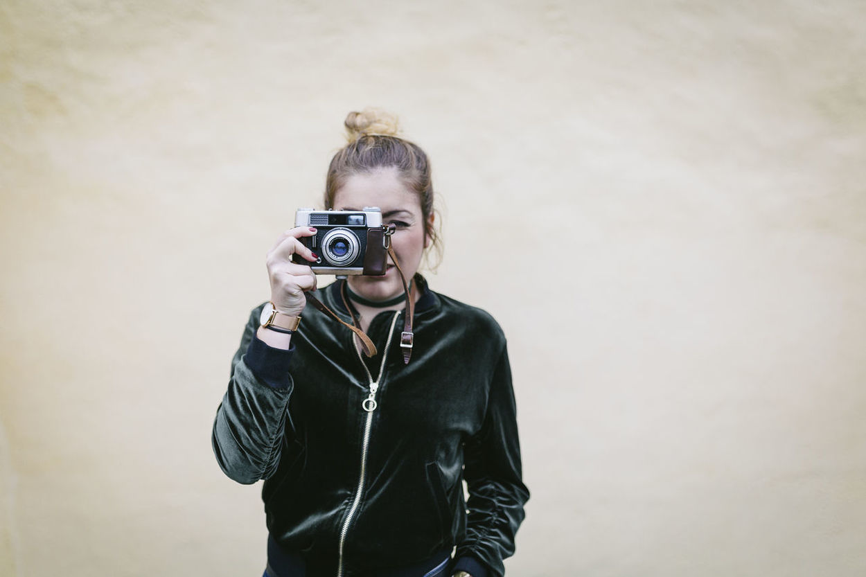 Analog Analog Photography Camera Camera - Photographic Equipment Detail Girl Girl Taking Photos Girl With Camera Holding Holding Camera Voigtländer Woman Woman With Camera