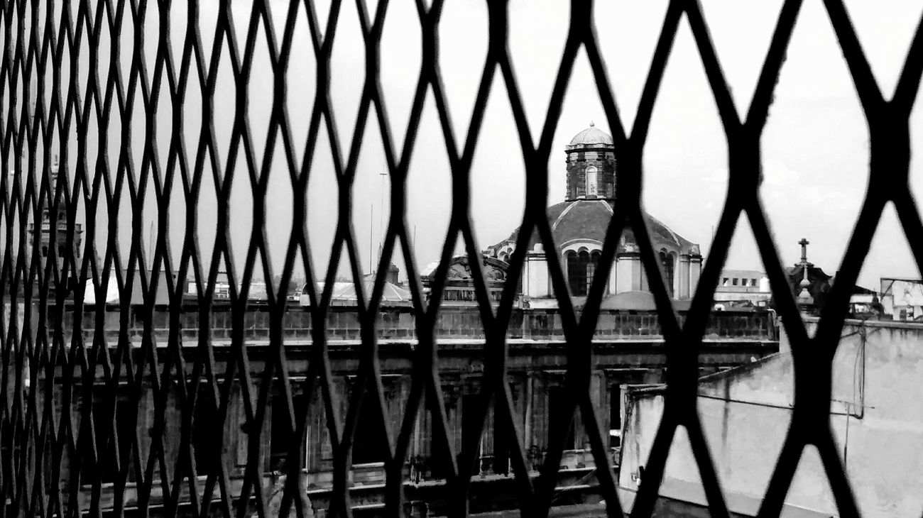 Perspectives Lignes Courbes Grilles Grilles Church Black And White Monochrome Cdmx Urban Landscape Window Eye4photography  Streetphoto_bw