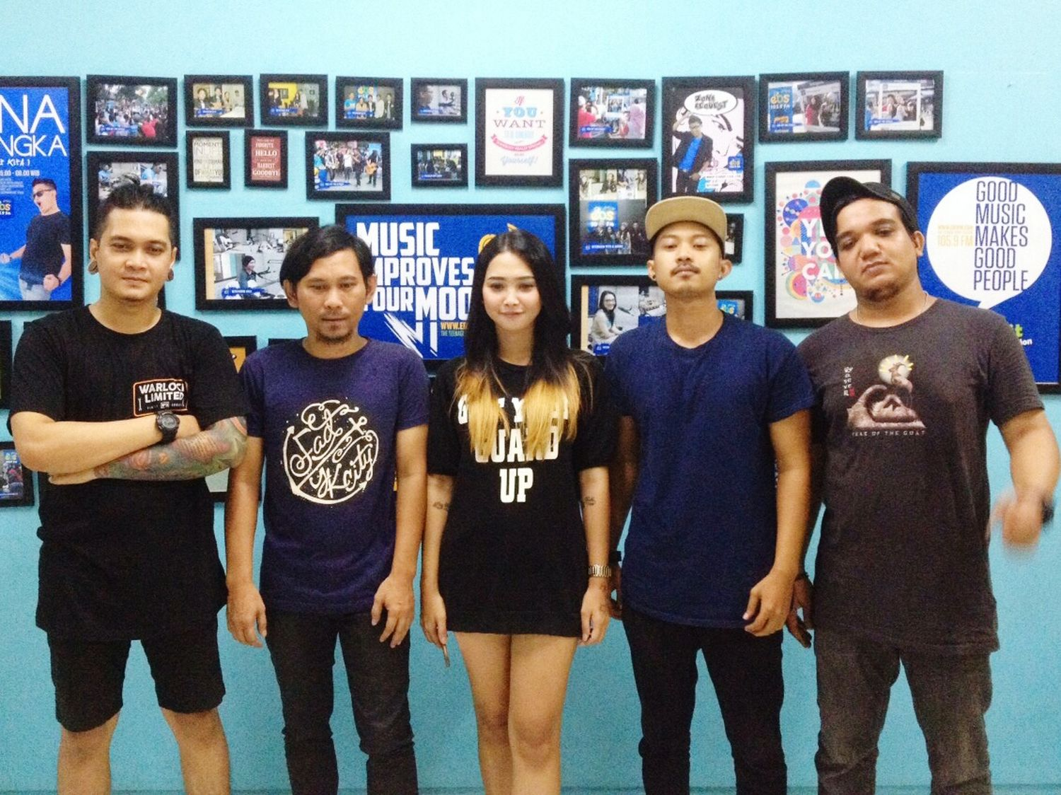 We are IGNORE band at EBS FM follow instagram @ignore_band and youtube : ignore band 😊😊😆 Music Is My Life Subscribe To My Youtube Musicians Photos Around You Surabaya City Cheese! Hello World Hi! Asiangirl Taking Photos Radiotalkshow Live Music Clothingbrand Youtube Bands Backstage Asiangirlsrock Check This Out