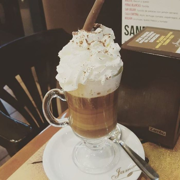 BELLA Chocolate, café, Baileys, nata y cacao. Even though health is important. Living is just as important... Baileys Ilovecoffee Coffee Cartagena