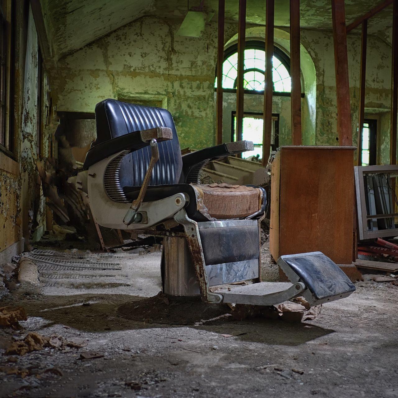 Showcase June Barber Chair