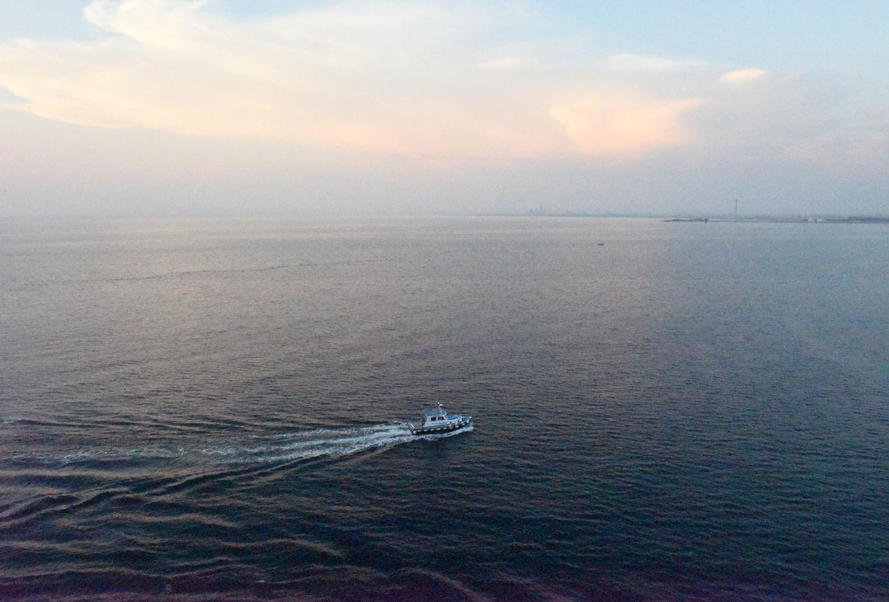 Blauer Himmel Blue Sky Boat Guide Lotse Lotsenboot Lotsenschiff Nautical Vessel Pilot Pilota Small Boat Vessel Water