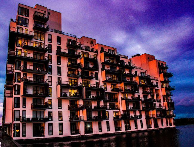 Beautiful Scenery Soaking Up The Sun Architecture Evening Light