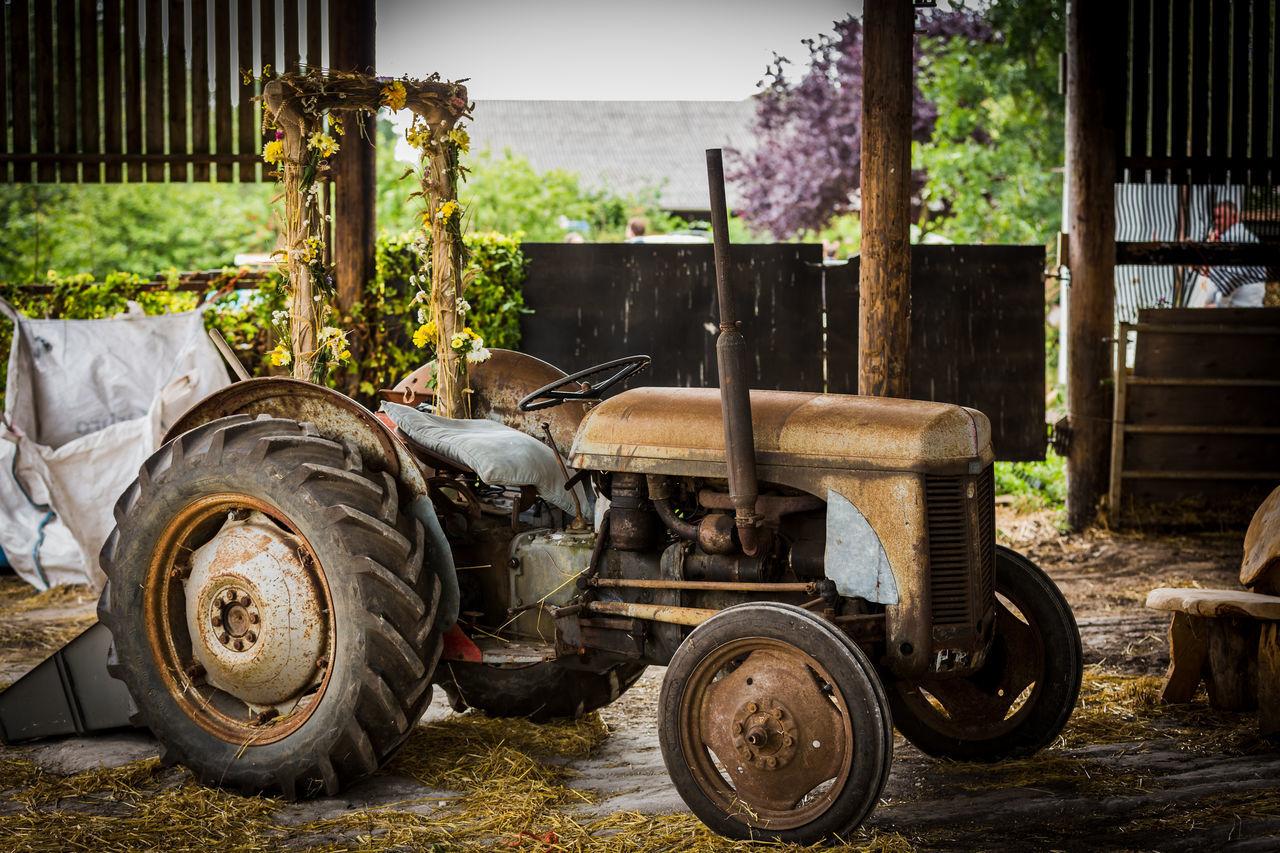 Barn Farm Wedding Wedding Wedding Photography Agricultural Machinery Agriculture Stationary Tractor Wedding Inspiration Wedding Transport