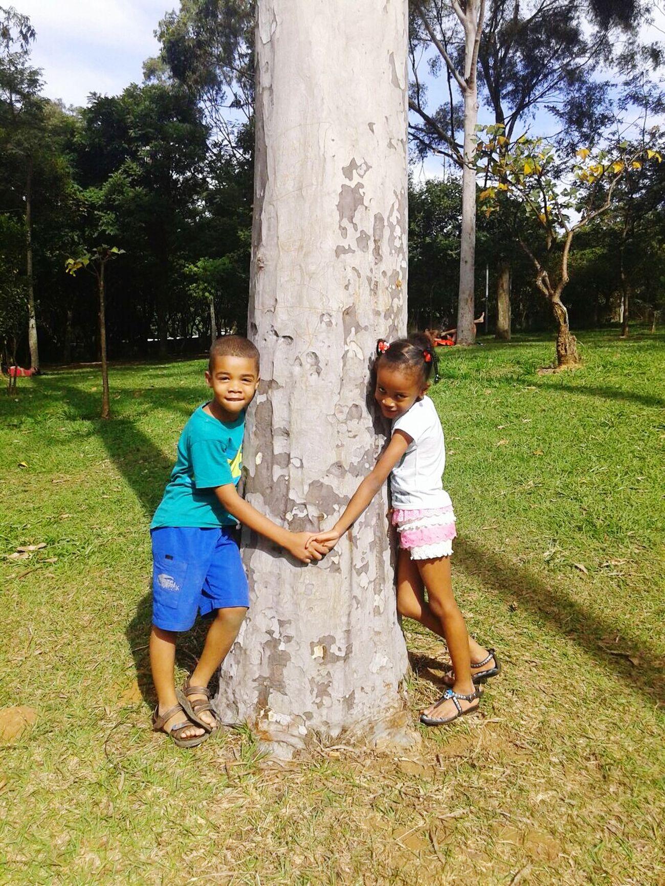 Amoanatureza Abraço Na árvore Os Sobrinhos Mais Lindos E Amados Da Tia.