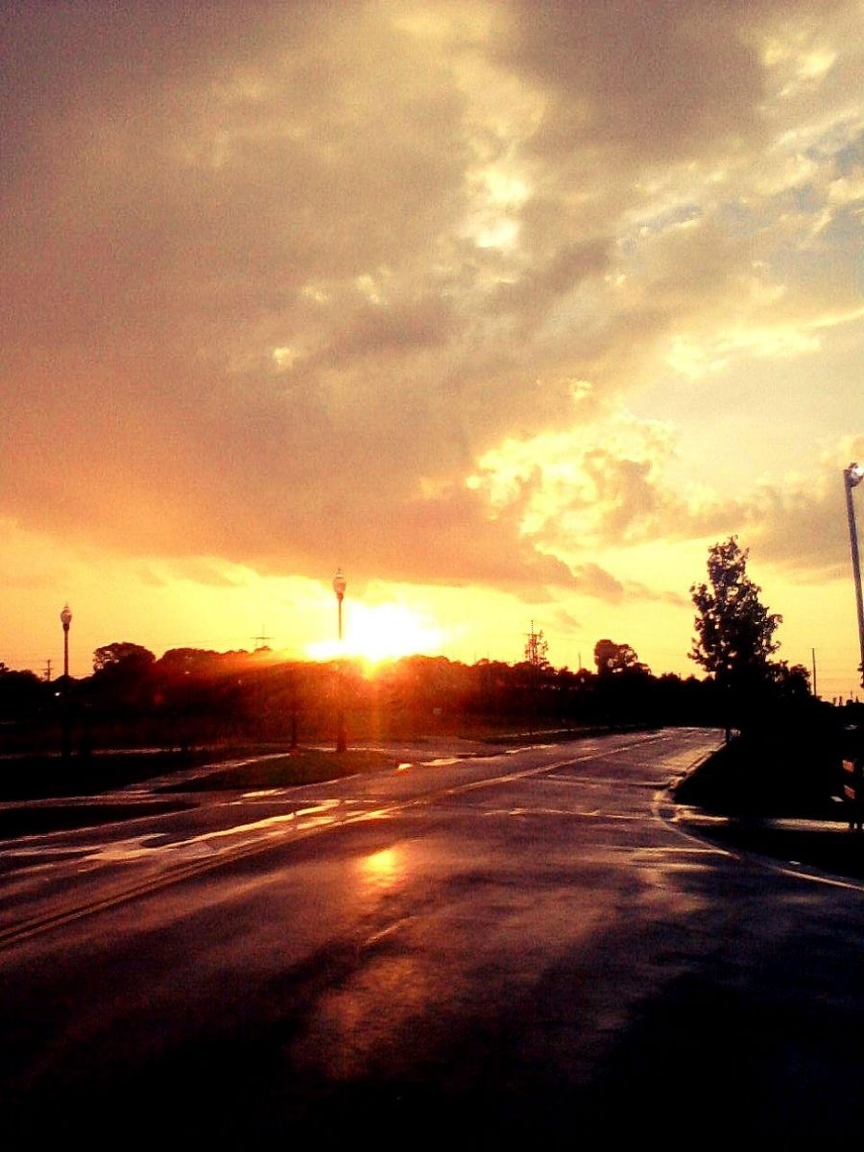 sunset, sun, orange color, sky, tranquil scene, scenics, tranquility, beauty in nature, silhouette, road, cloud - sky, nature, tree, idyllic, sunlight, landscape, dramatic sky, cloud, back lit, outdoors