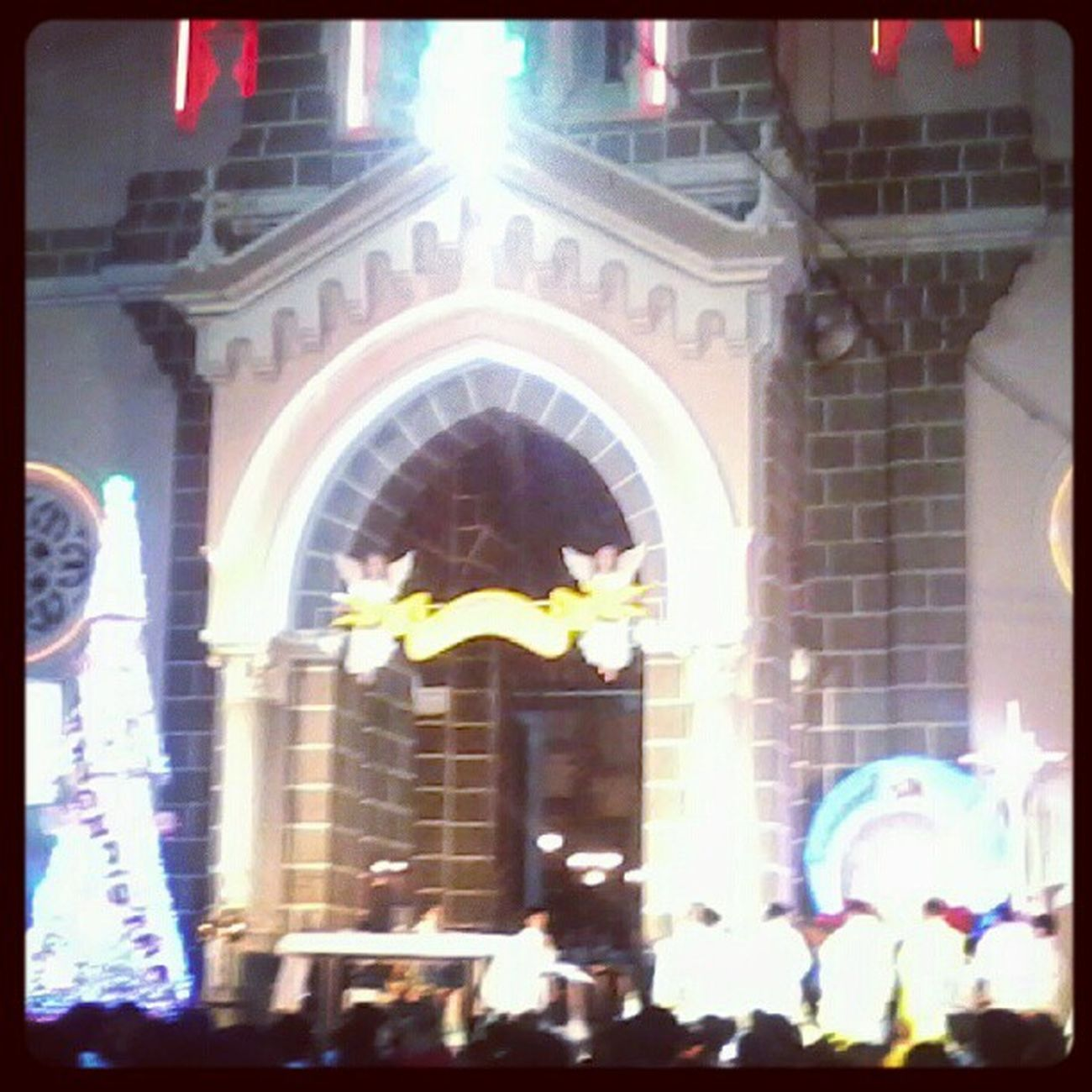 Nhà thờ làm lễ đẹp qá :)