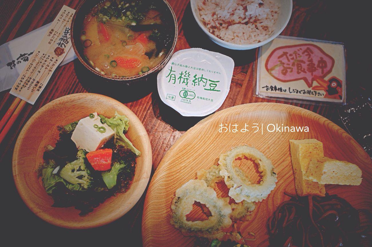 火曜日 AM 8:36 食彩健美野之葡萄, 朝食中... 吃完健康早餐后, 今天往海邊去囉。。。??? Ricoh Gr Morning Okinawa Yummy