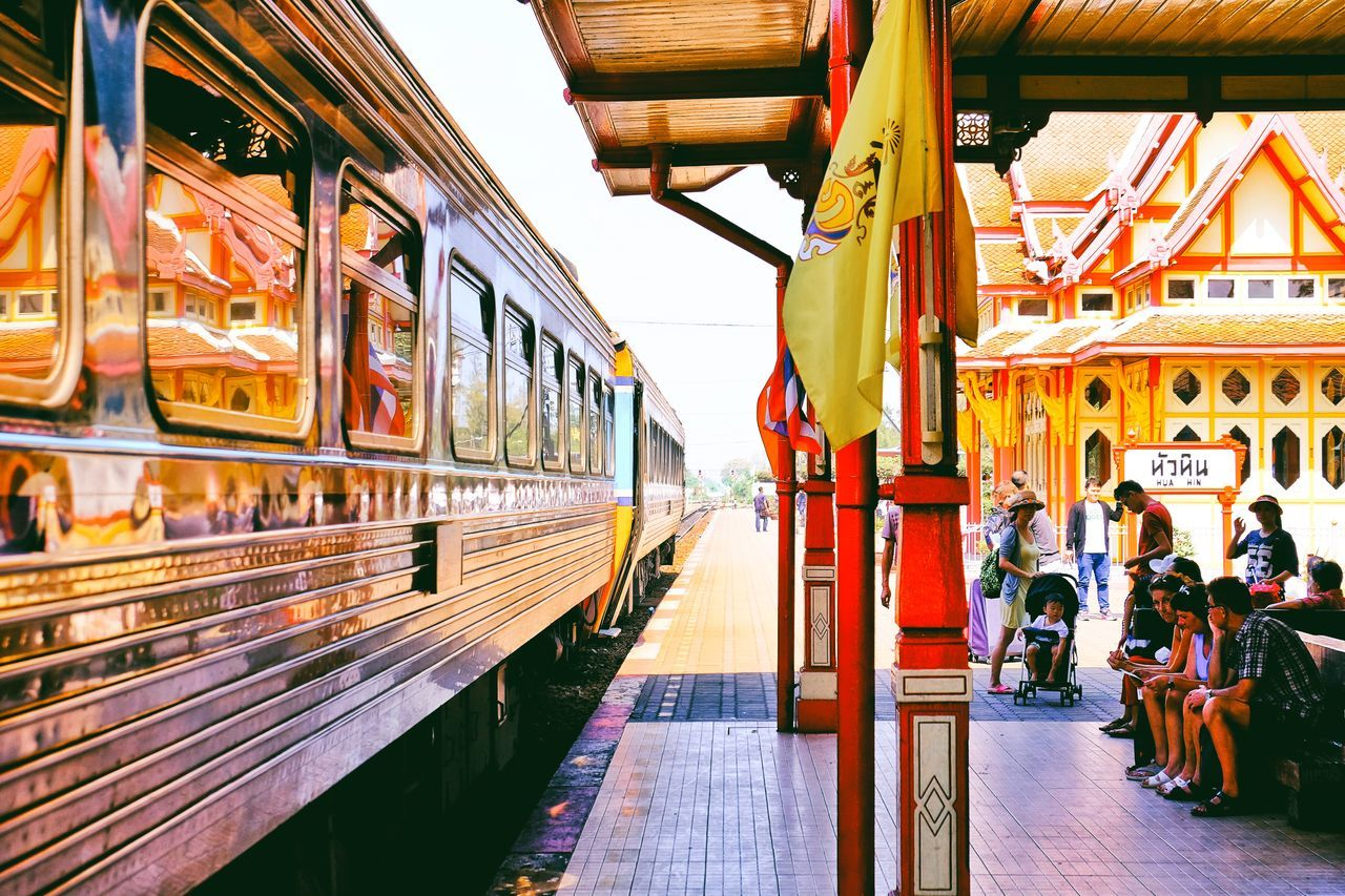 .....the oldest, most beautiful, reddest, woody train station .... Architecture How Do We Build The World? Mirror Picture People Watching Red Shootermag Wonderland Streetphotography Adventureland Shades Of Red Railroad Track Railway Railwaystation Thank You My Friends ✨✨🌶✨✨ ✨✨😊😊✨✨ Spotted In Thailand Up Close Street Photography Fine Art Photography On The Way Colour Of Life Adapted To The City Miles Away The City Light