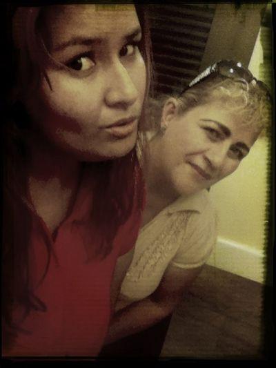 mi amiga claudia & yo recuerdo ;)