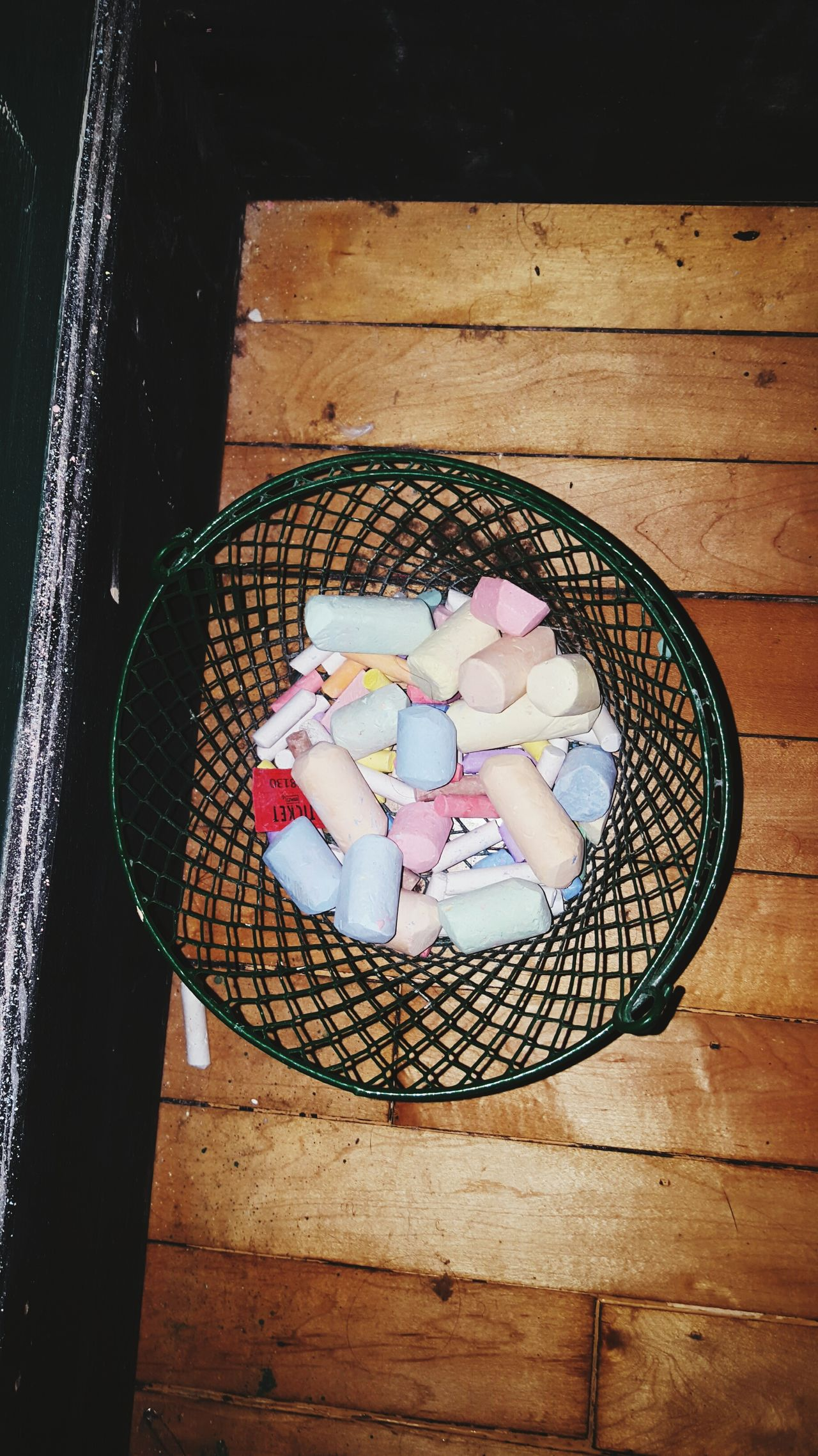 Chalk Colors House Party Art Basket Everything In Its Place Wood Floor Wood Floors Be Creative Urban Loft Urban Art Love Life Chicago Express Yourself Express Yourself Through Art Express Yourself ❤ Art Supplies Art, Drawing, Creativity Art And Craft Art Photography EyeEm Best Shots Eye4photography  EyeEm Gallery EyeEm Best Edits