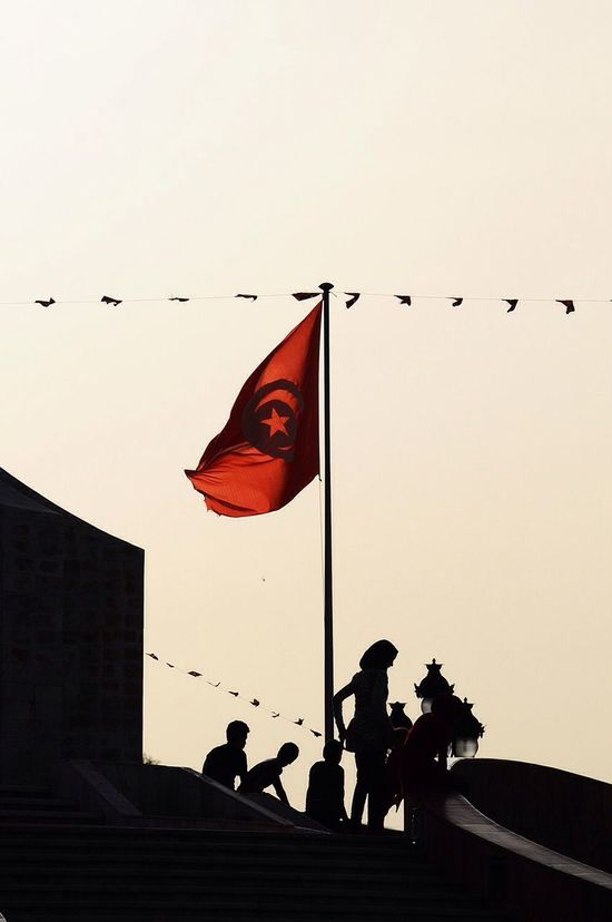 AgilPhoto Gilgiuglio Tunisie Tunis contrejour Tunisia Streetphotography drapeaux flag