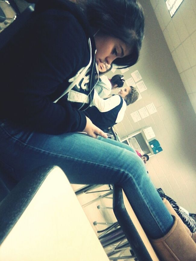 what my Bestfriend sends me lol she was taking pictures of me (;