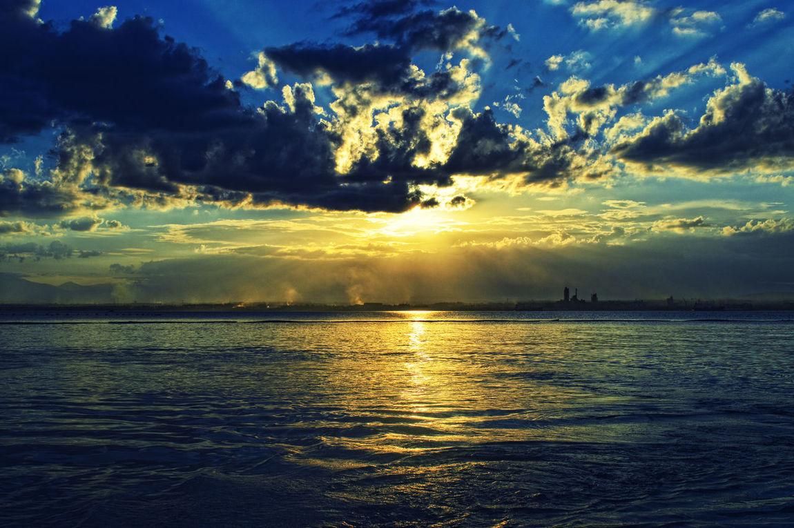 Scourching hot afternoon! 😥😅😰 Sunset Hot Afternoon Beach Seascape Smoke City Rays Yellow Warm Travels Adventure Fakdatravels Samal Joanlaagan