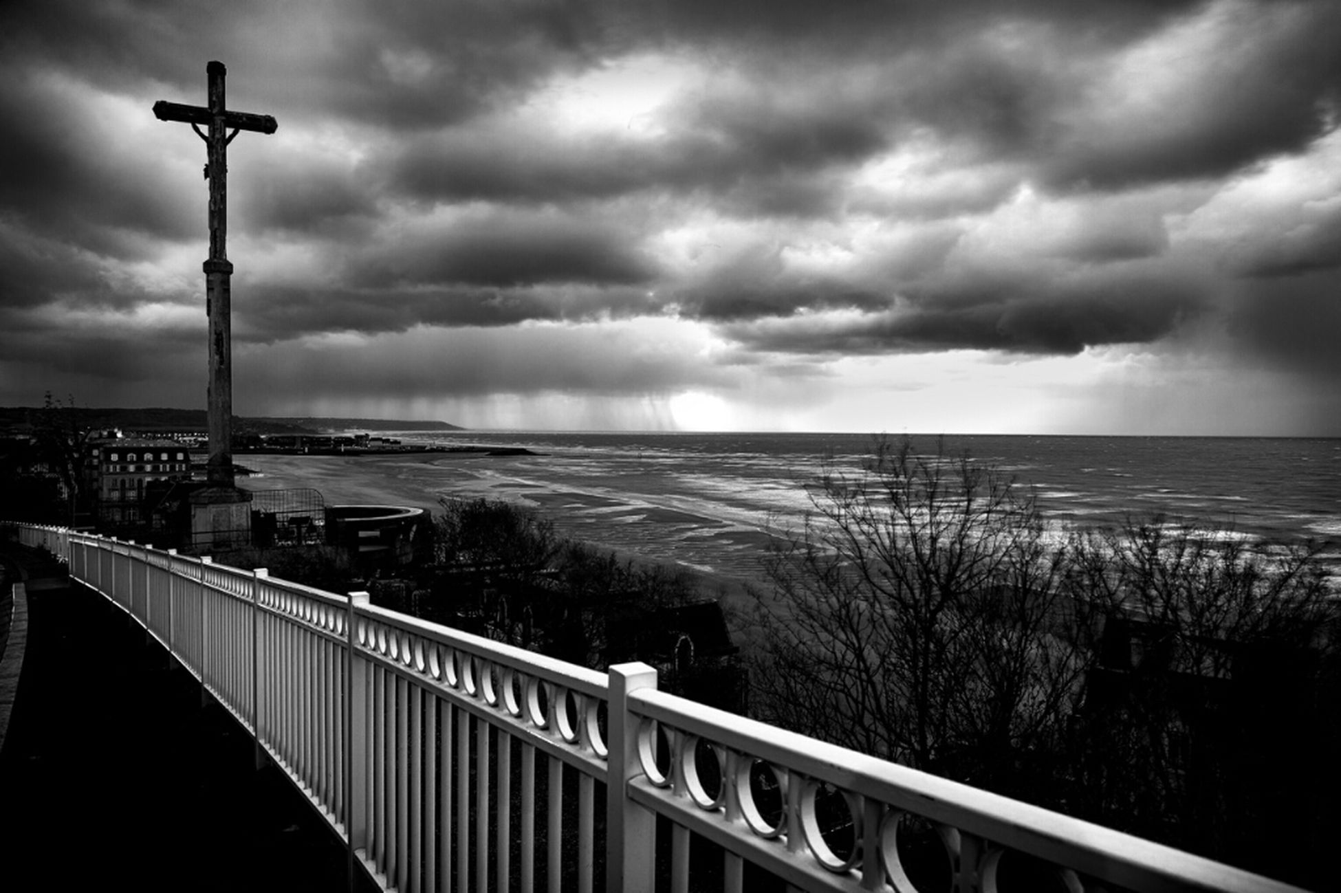 sky, cloud - sky, cloudy, sea, water, weather, scenics, tranquil scene, railing, tranquility, beauty in nature, storm cloud, horizon over water, nature, cloud, overcast, fence, idyllic, street light, dramatic sky