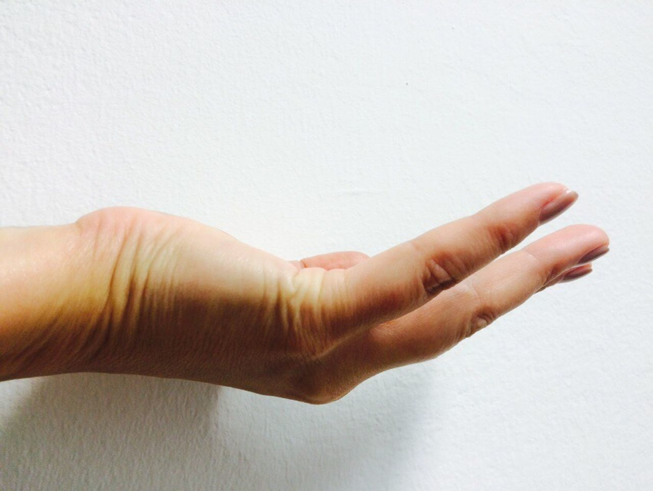 Hand Gift Check This Out Beautiful Human Representation Human Body Part Finger Fingers Give Helping Refugees Hello World Taking Photos Wanted Want Wanting This!   Wants  Love ♥ Hands Fun Friends ArtWork Eyem Gallery Photography IPhoneography