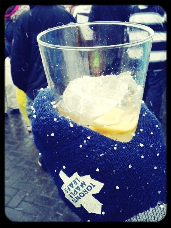 dancing&drinking oudoors, la nieve cuajando inside my cubata @marchicaAS