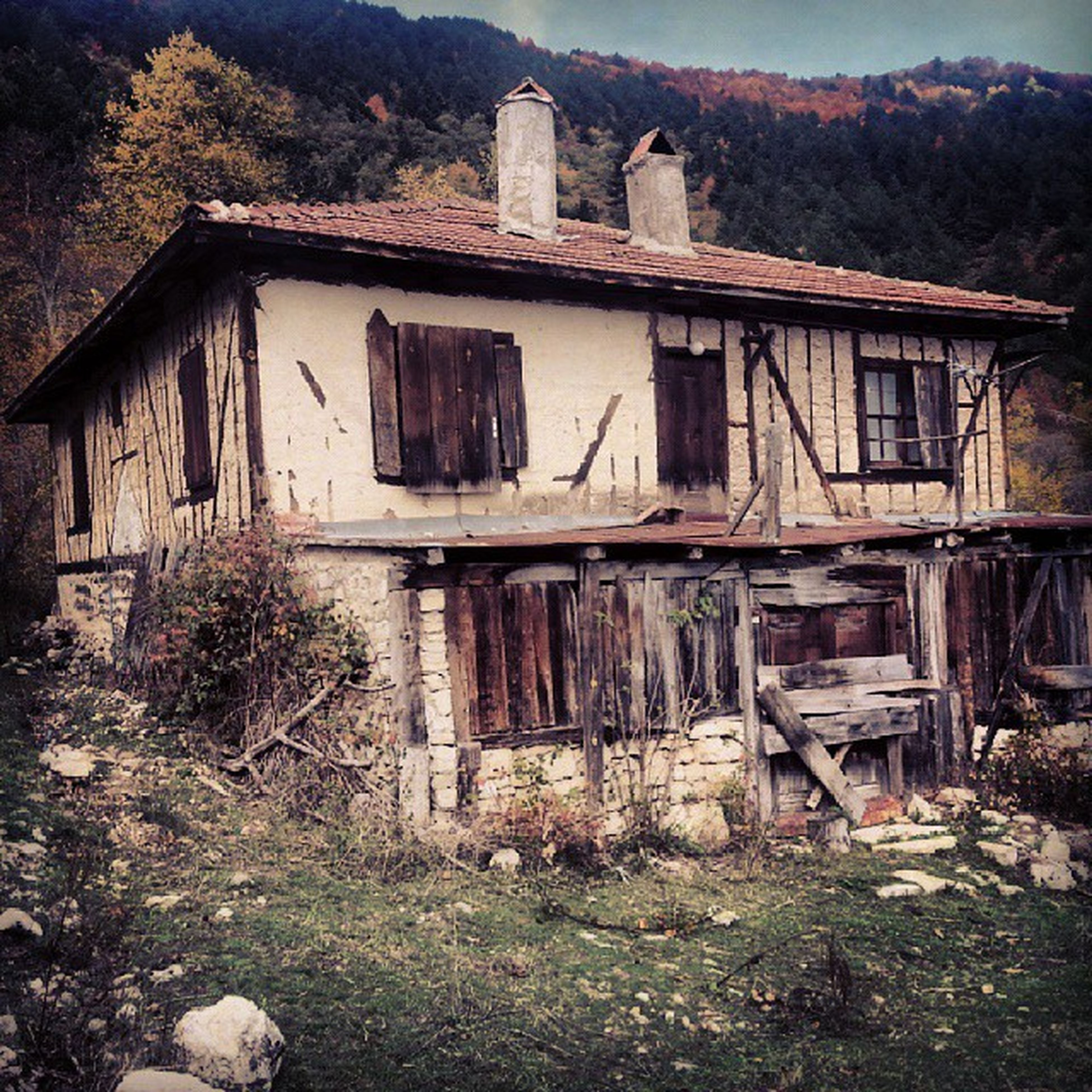 abandoned, architecture, built structure, obsolete, building exterior, damaged, run-down, deterioration, old, house, bad condition, weathered, destruction, ruined, wood - material, residential structure, broken, day, window, no people