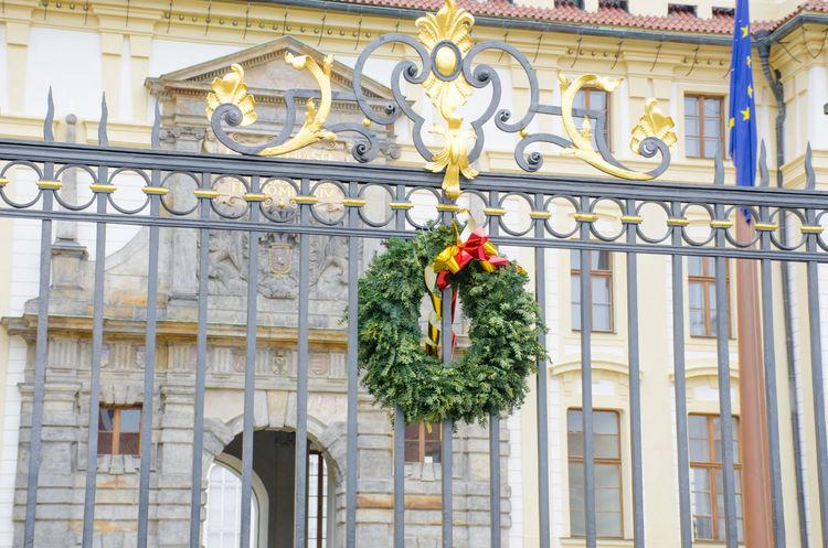 Outdoor Christmas Garland Celebration Garland Xmas Architecture Building Exterior Christmas Outdoor Palace Railings