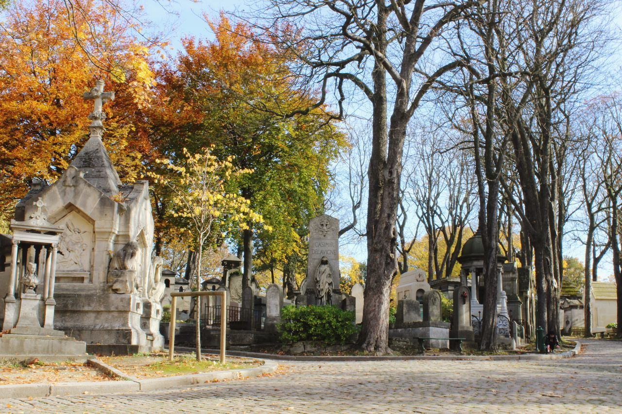 When in Paris, visit the cimetière du Père Lachaise in the 20th quarter. It is especially beautiful in autumn when the leaves are falling. Cimetière Du Père Lachaise Perelachaise Pèrelachaisecemetery France Paris Autumn Lesfeuilles Lesfeuillestombent Lesarbres Fall Beautiful Cemeteries French EdithPiaf Jimmorrison Oscarwilde Gertrudestein