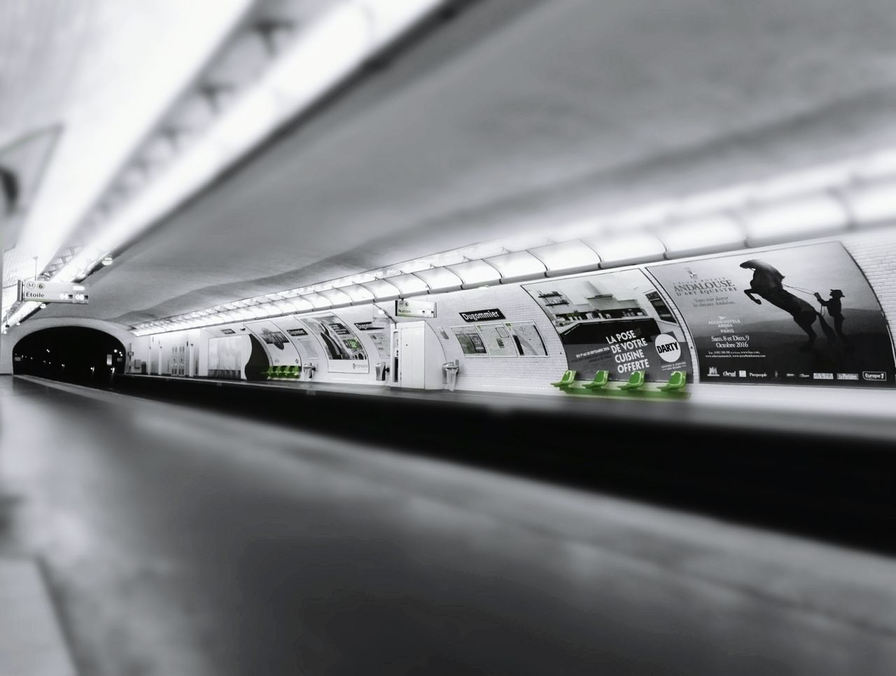 Subway Station Transportation Indoors  City Life Perspective No People Arch Lights Selective Focus Capital Cities  Green Paris, France  Honor7