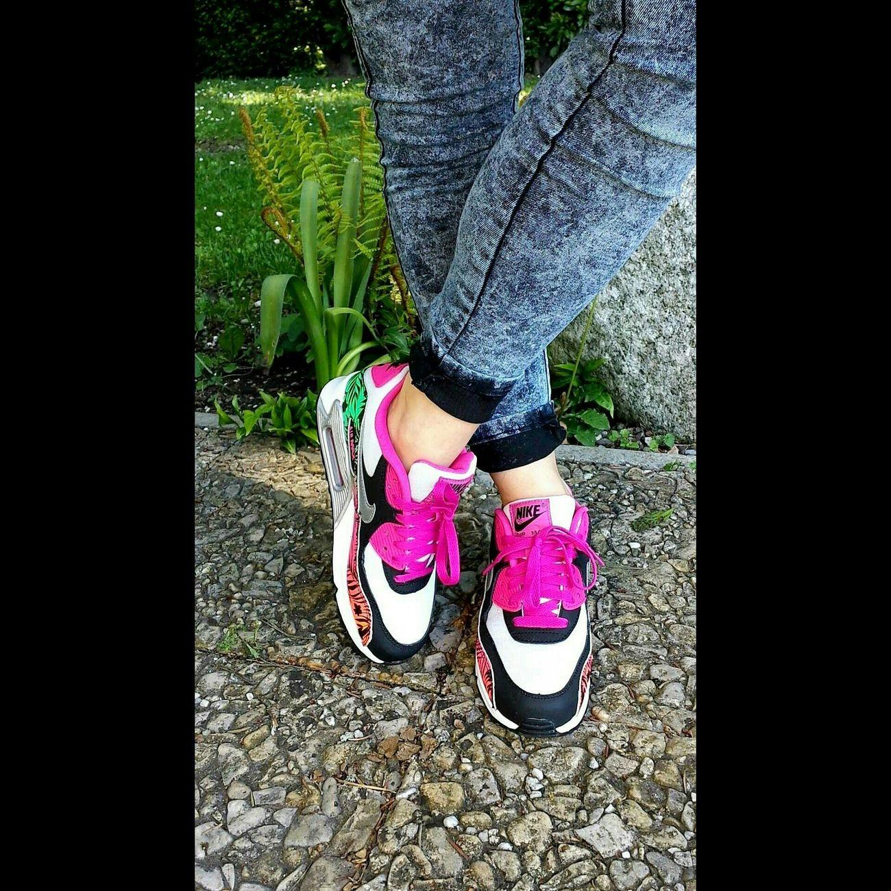 My hawaiian babe 🌺🌴🌞 Nike NikeAddict Streetstyle Nikeairmax Sneakers Nikesportswear Airmax90 Airmax Bleachedjeans Airmax90printgs