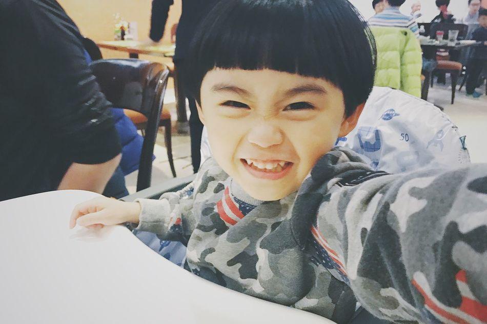 自拍得唔錯喎!。😂😂……不經不覺大個了! 😘 Arthus 冬菇頭 生活 小朋友 Hkbb Children Boy 小男孩 Snap Happy Smile Kid Snapshot 攝影 Cute Lovely Babyboy Life Portrait Face 香港男孩 日常 生活日常 HongKong Snap Life