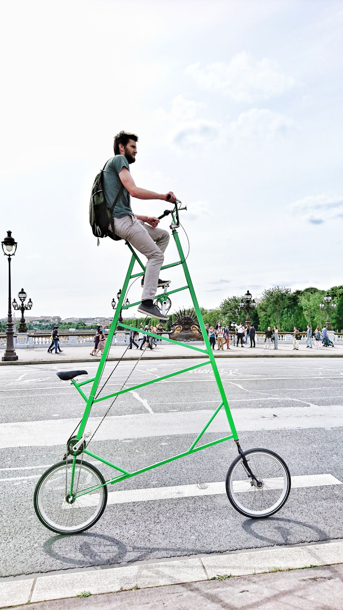 One Man Only Full Length One Person Outdoors Sport Golf Spraying Paris Pont Alexandre III Alexander Bridge Bike Velo Street Streetphotography Woow Amazing Unsusual Original Retro Vintage A Man His Bike Happiness Cityscape City Life City Street Live For The Story The Street Photographer - 2017 EyeEm Awards Place Of Heart