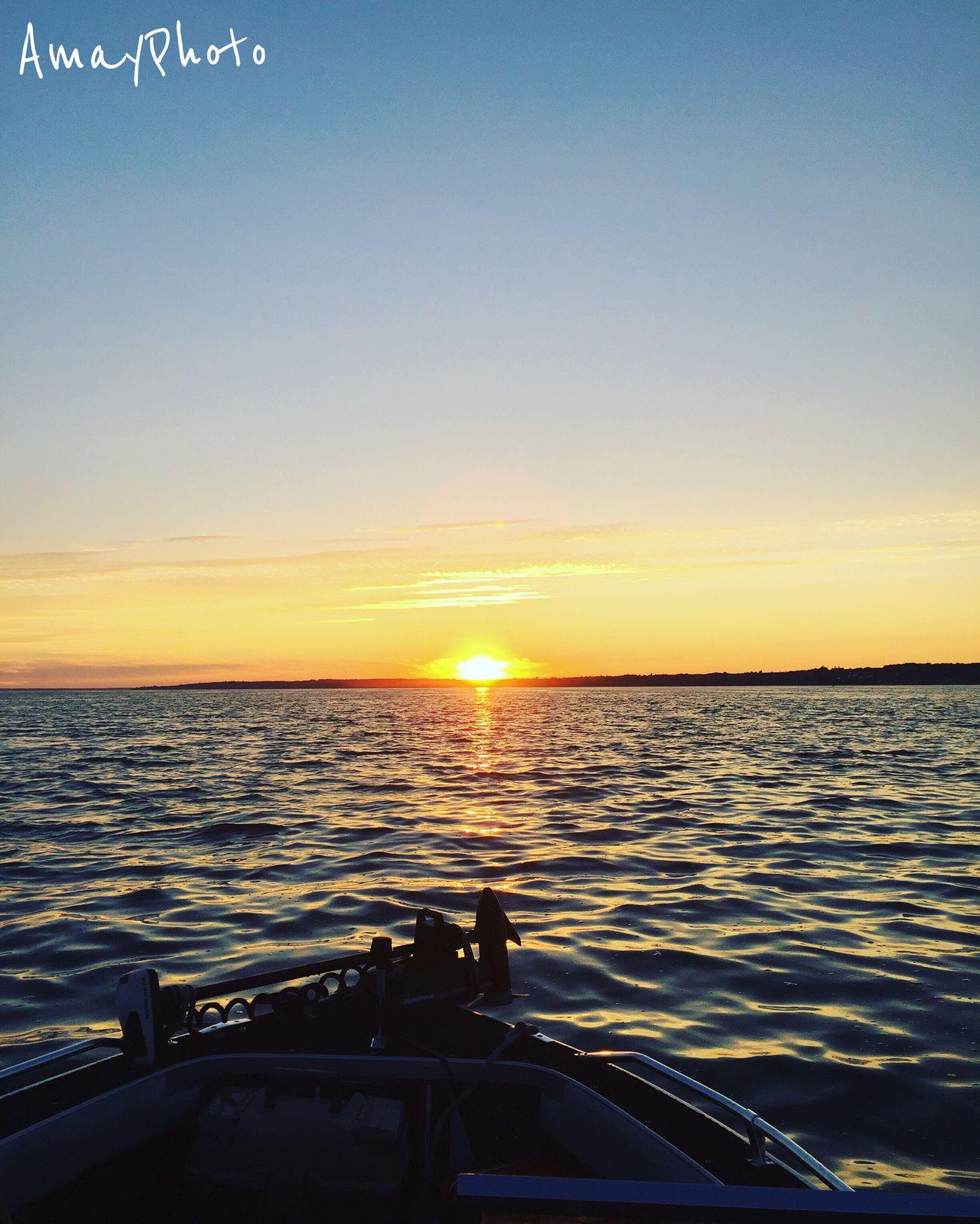 Soleil sur le fleuve Boat Sun WOW Blue Yellow Bestmoment