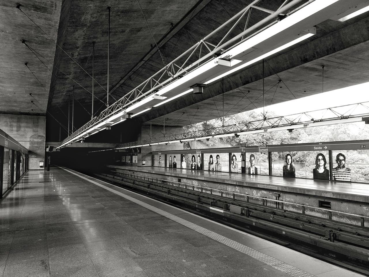 Transportation Rail Transportation Railroad Track Bridge - Man Made Structure Built Structure No People Architecture Indoors  EyeEm Best Shots Smartphonephotography Full Frame MotoZPlay Metro Station Sumare Indoor Photography Black And White Monochrome Photography City